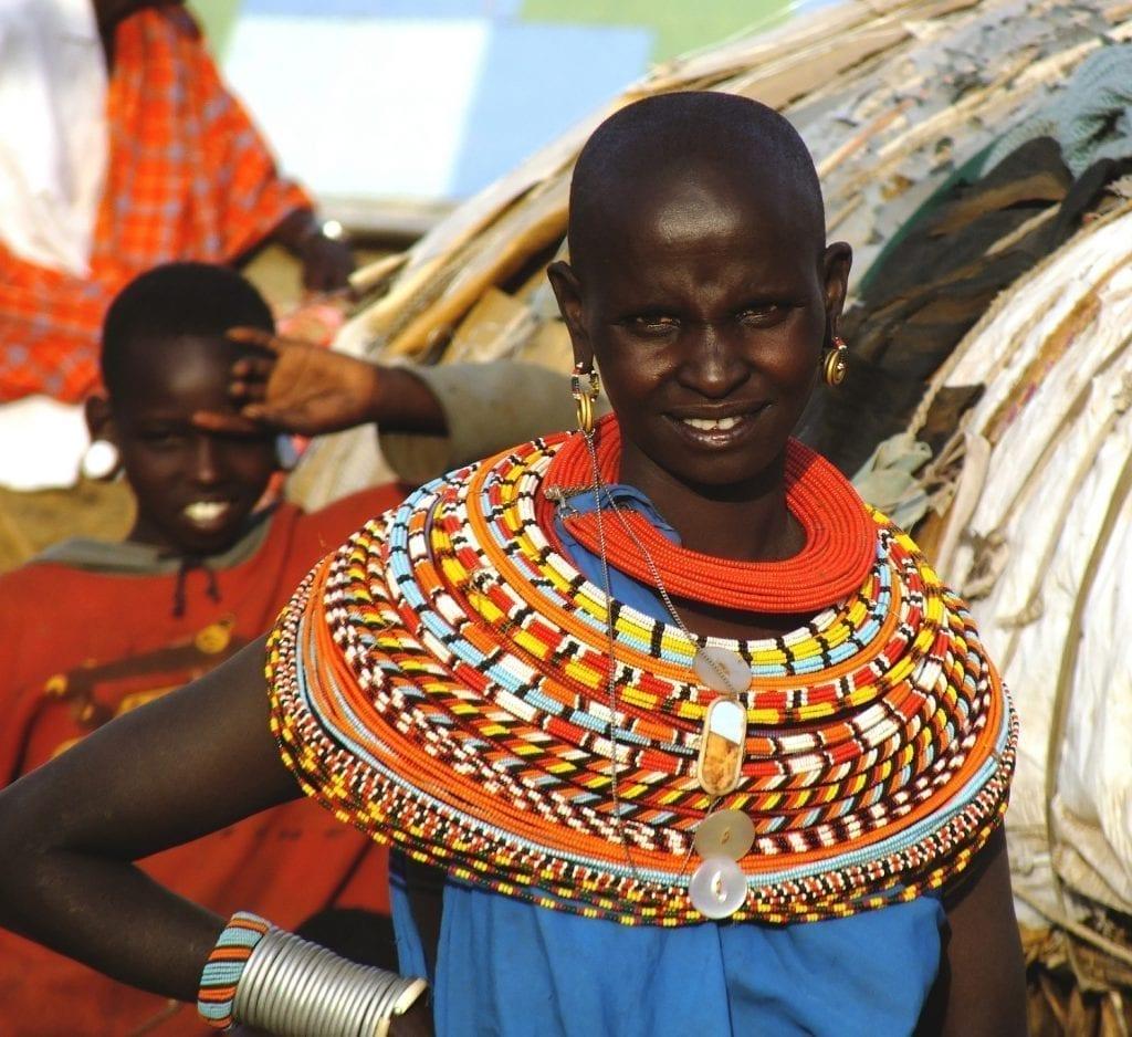 תמונה של אישה אפריקאית מתוך טיול ספארי באפריקה