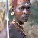 תמונה של גבר אפריקאי שצולמה בזמן טיול ספארי באפריקה